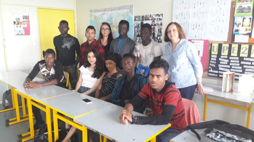 Les lycéens UPE2A du lycée des Marcs d'Or avec leur enseignante et Mme Guerin du CASNAV