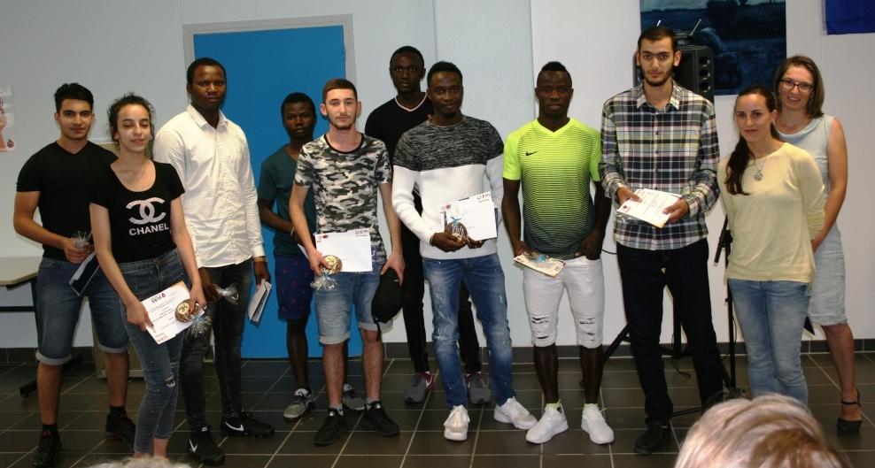 Les lycéens UPE2A d'Hilaire de Chardonnet fiers de leurs prix